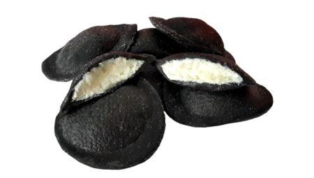 Ravioli nero di seppia ripieno mozzarella